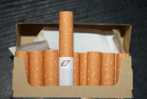 Число нелегальных сигарет в России растет
